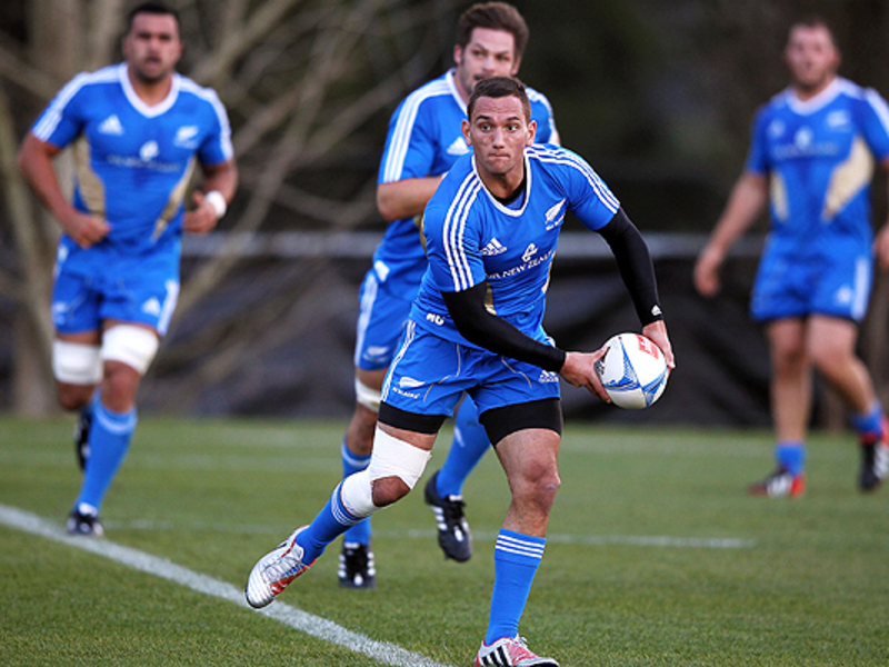 Large aaron cruden abs trains 630
