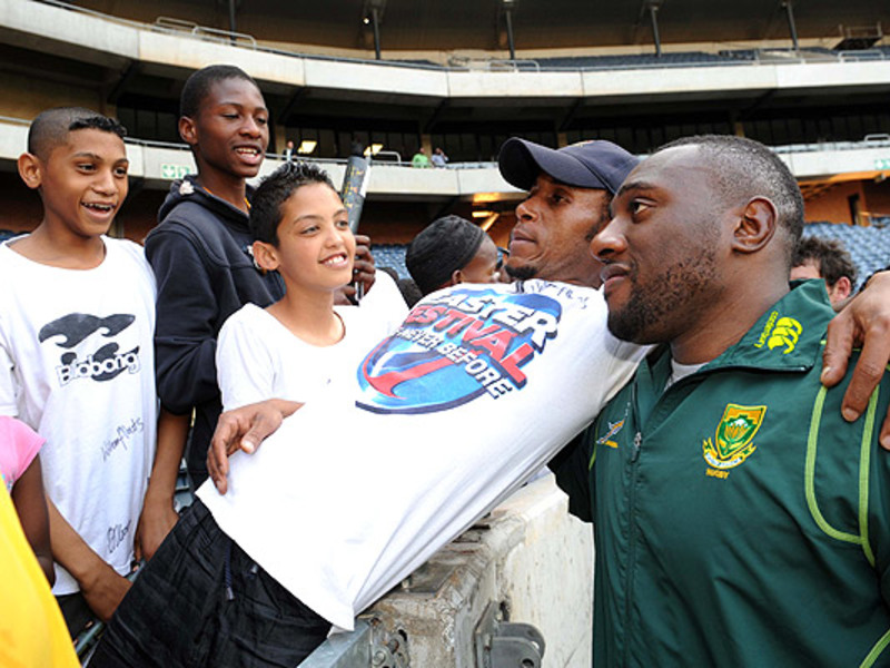 Large tendai mtawarira with fans
