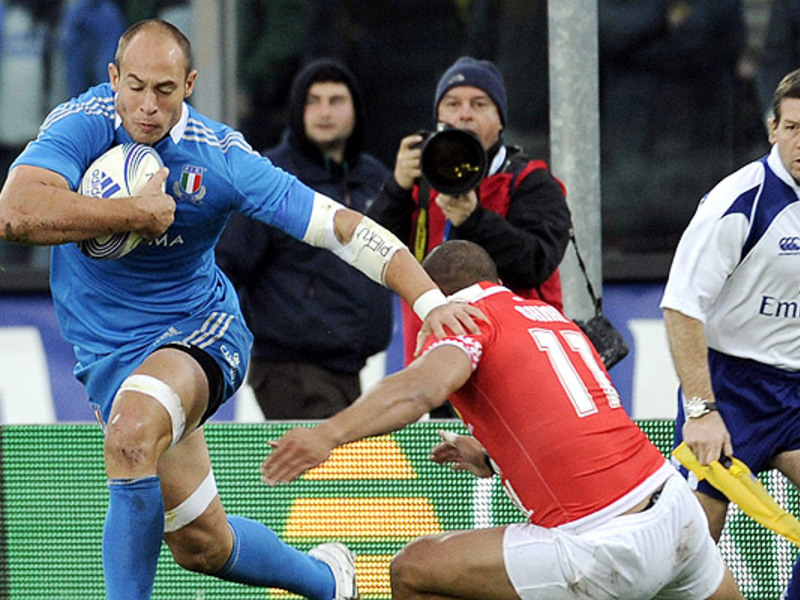 Large sergio parisse hand off 630