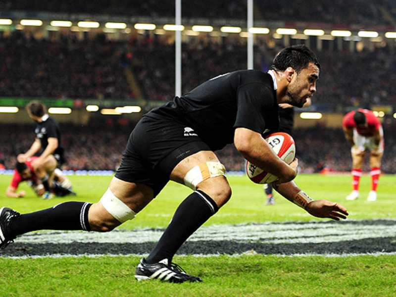 Large liam messam try