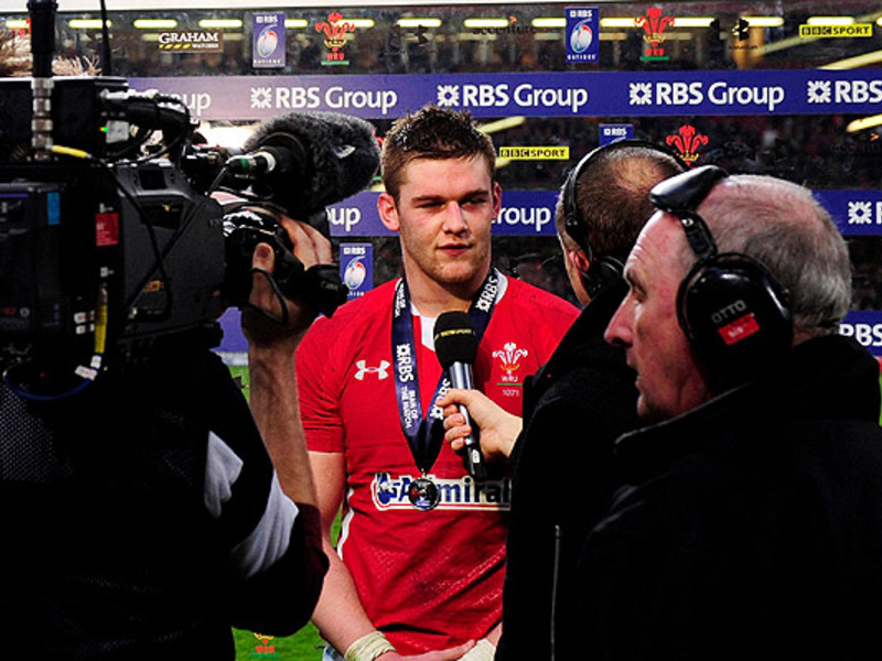 Large dan lydiate media 630