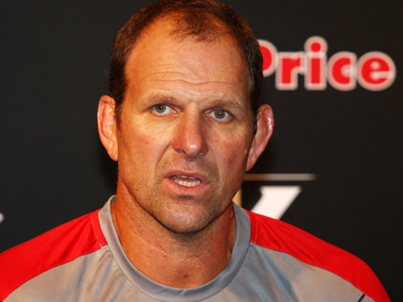 Large john plumtree sharks presse