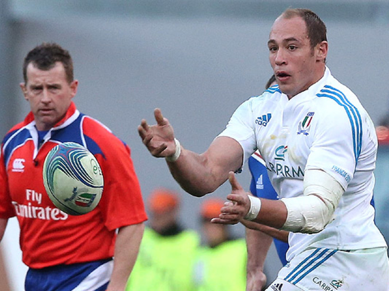 Large sergio parisse italy passes