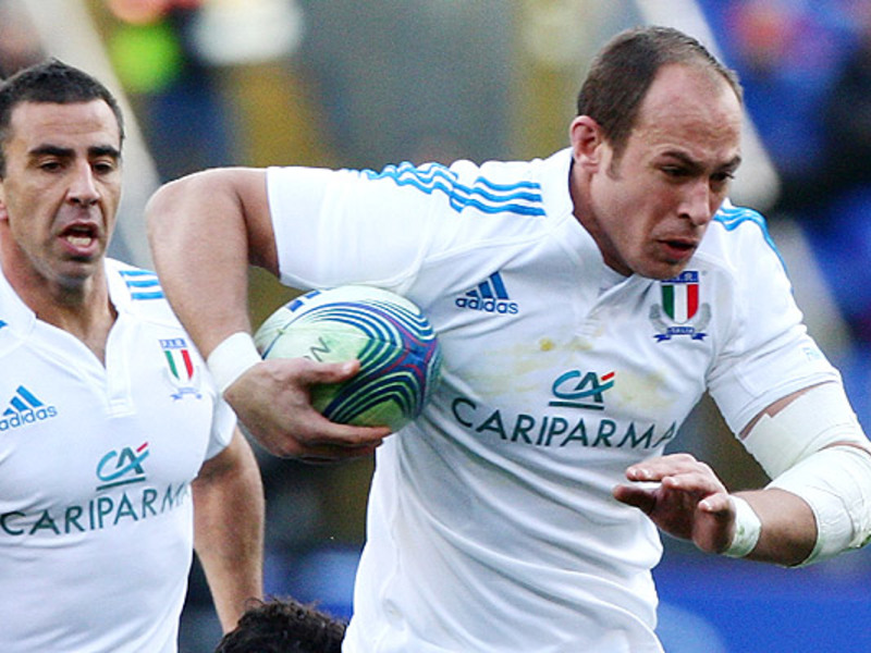Large sergio parisse italy runs