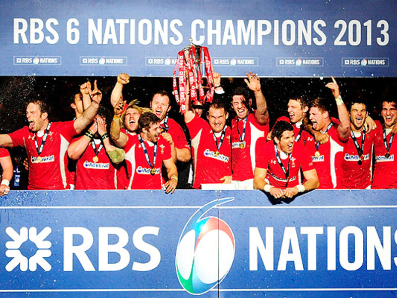 Large wales celebrate 6n win