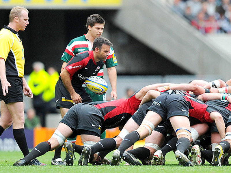 Large scrumhalf feeds scrum