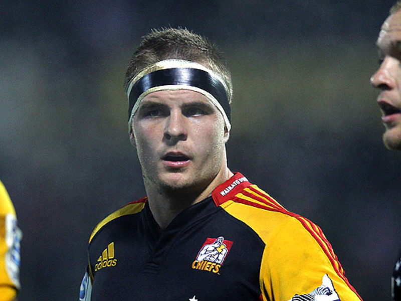 Large sam cane chiefs looks
