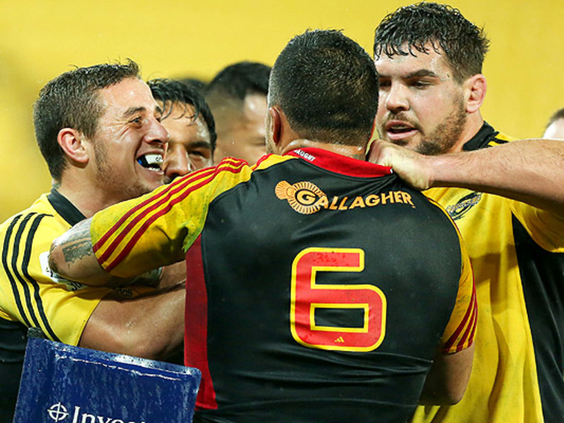 Large hurricanes v chiefs