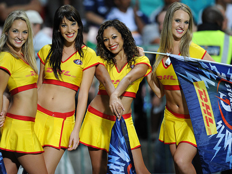 Large stormers dancers