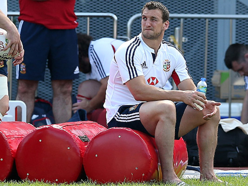 Large sam warburton b i lions sit