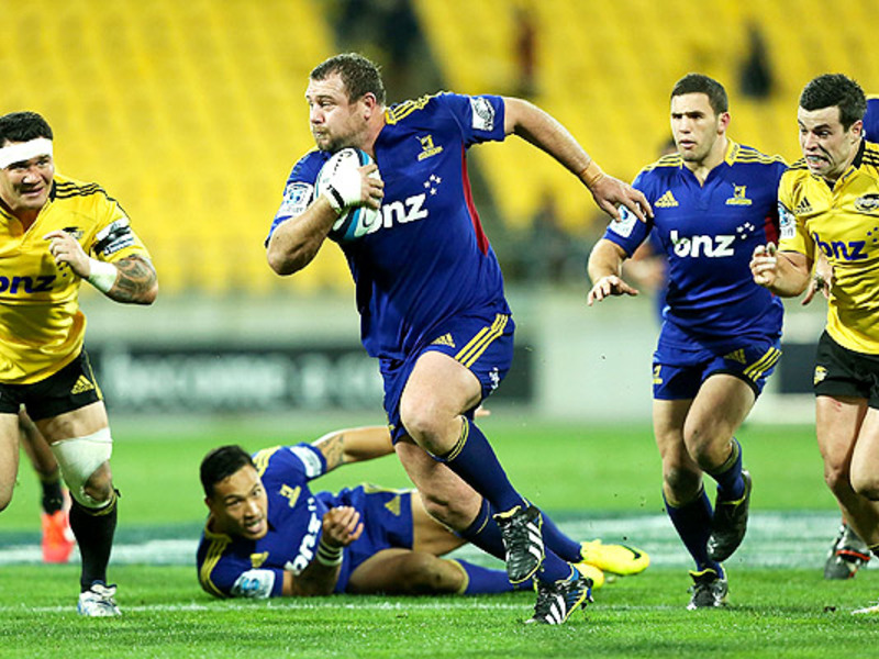 Large hurricanes v highlanders2
