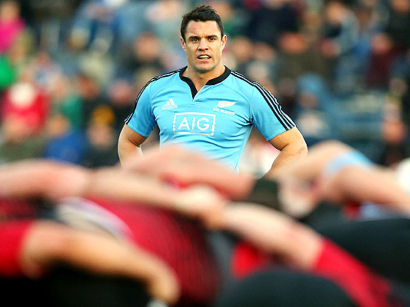Large dan carter peeps over scrum