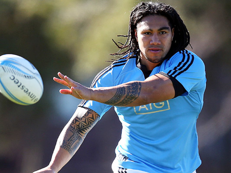 Large ma a nonu all blacks pass