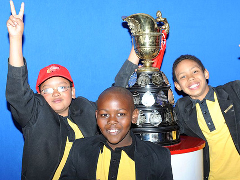 Large fans with currie cup trophy