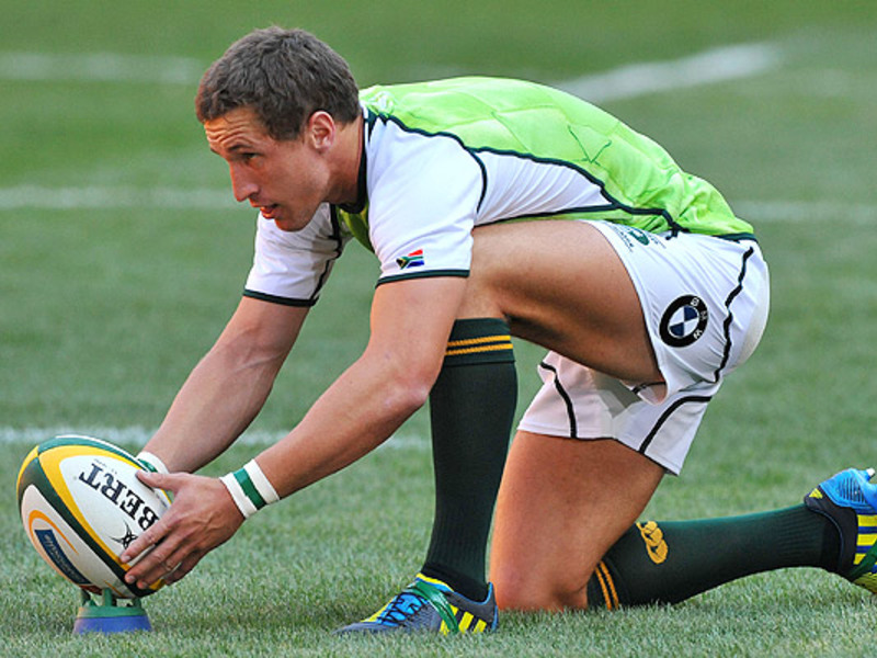 Large johan goosen places ball