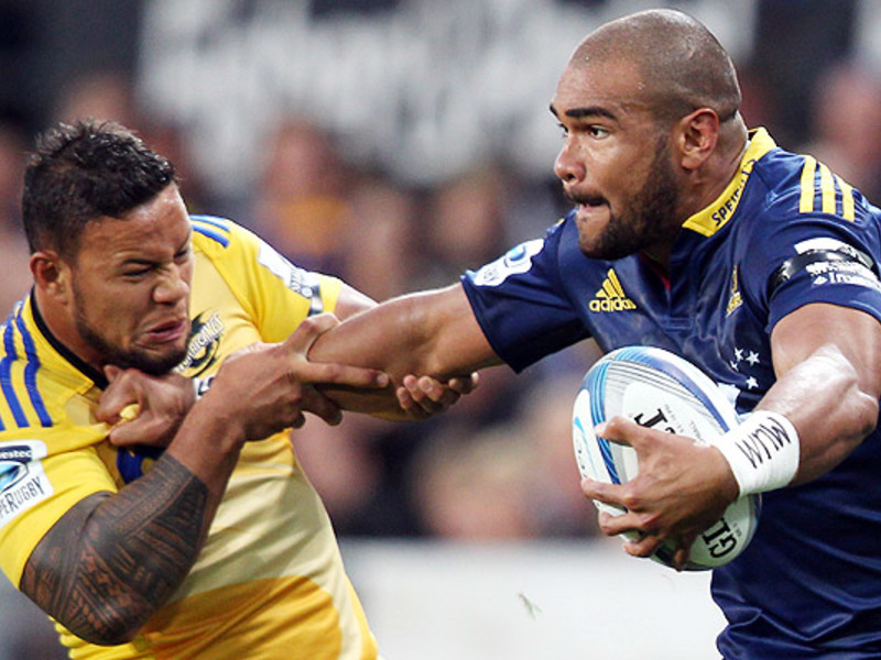 Large highlanders v hurricanes