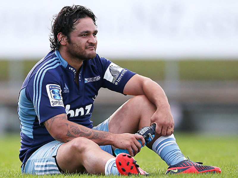 Large piri weepu blues sits