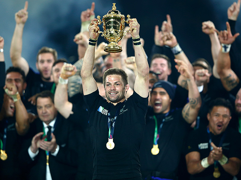 Richie mccaw holds webb ellis cup aloft 800