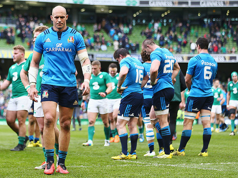 Large sergio parisse italy dejected 800