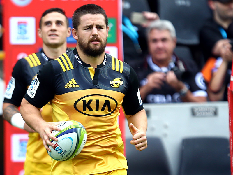 Large dane coles leads hurricanes 800