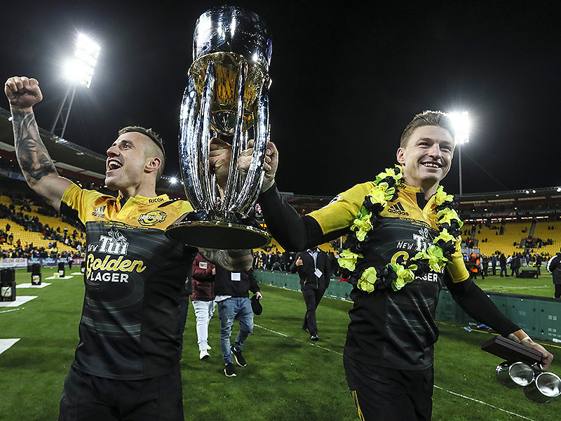 Large perenara and barrett with trophy 800