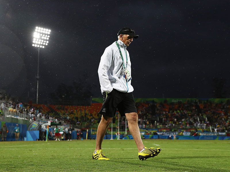 Large gordon tietjens walking away 800