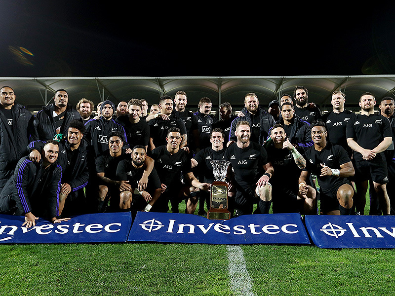 Large all blacks with trophy 800
