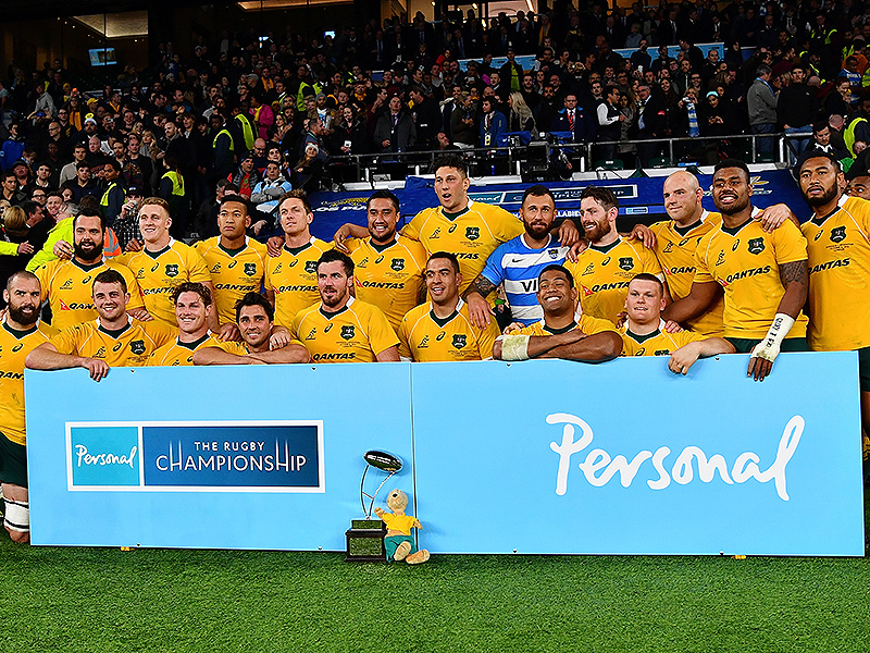 Large wallabies pose with trophy 800