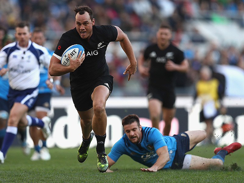Large israel dagg all blacks running smile 800