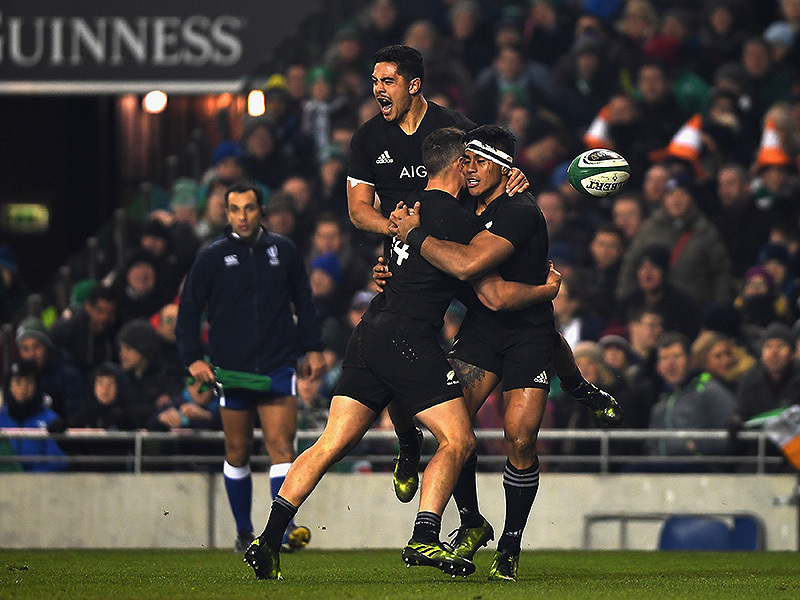 Large malakai fekitoa celebrates all blacks try 800