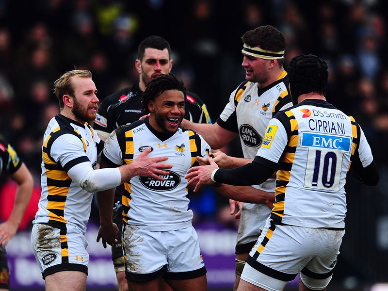 Large wasps celebrate v exeter 2017 800