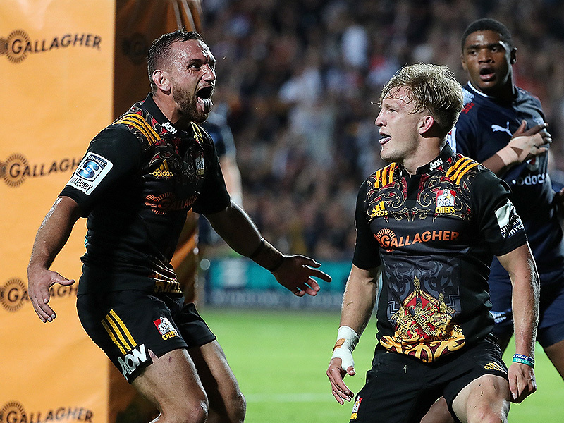 Large aaron cruden chiefs tongue out 800