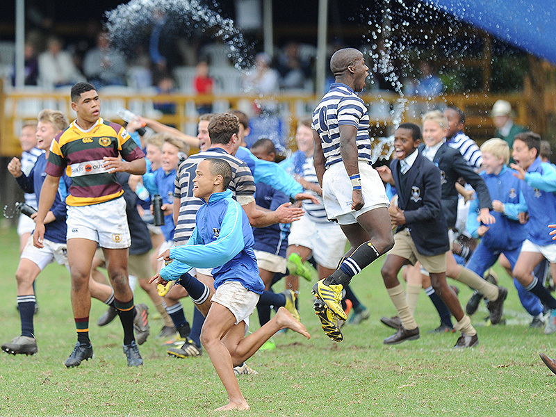Large sacs supporters charge 800