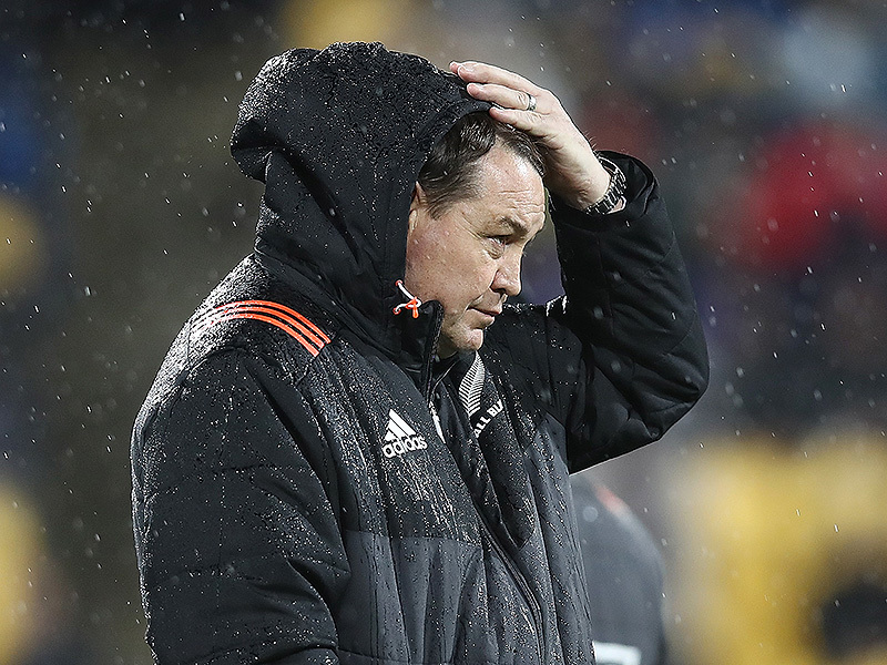 Large steve hansen all blacks hand on head 800