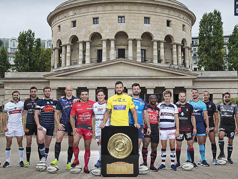 Large french players with top 14 trophy 800