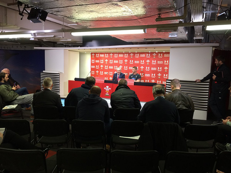 Large warren gatland media 800