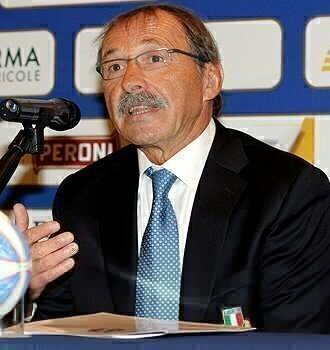 Italy boss off the mark in style