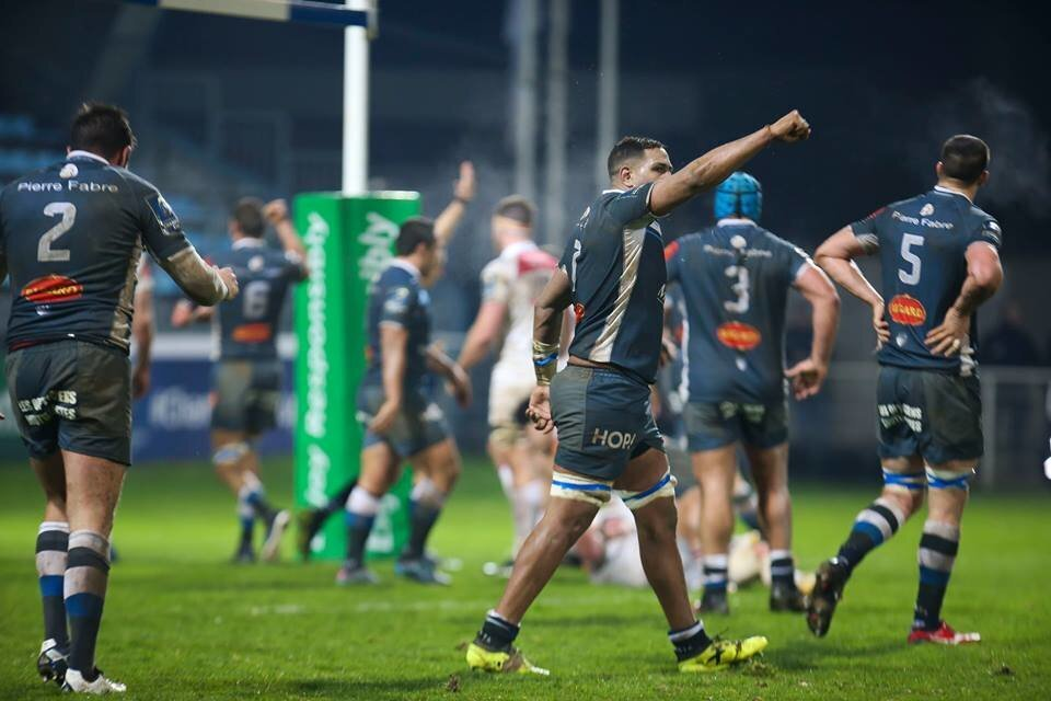 Castres slaughter Tigers