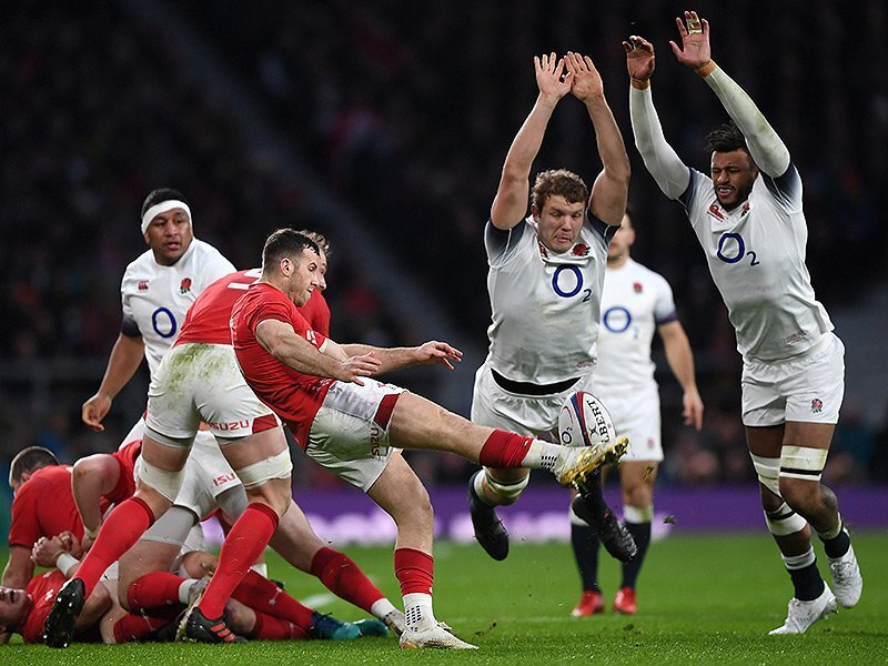England hold off strong finishing Welsh in thriller