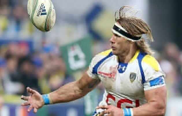 Clermont crush Bayonne to go top