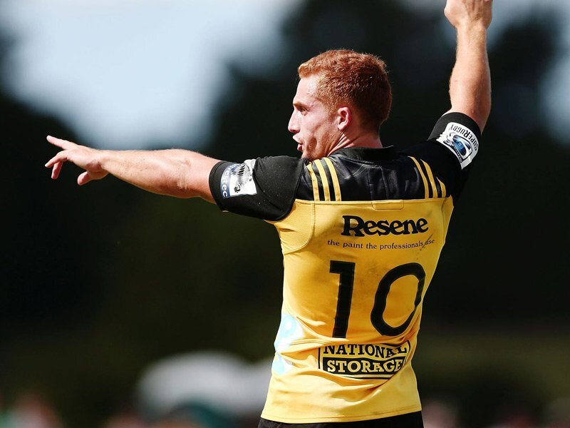Hurricanes flyhalf signs with French powerhouse