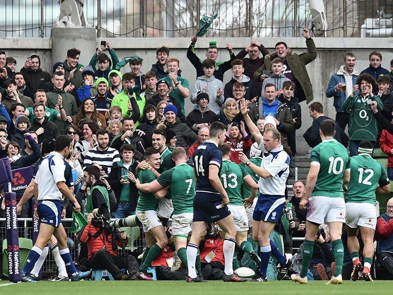 Ireland punish Scots to keep Grand Slam dream alive