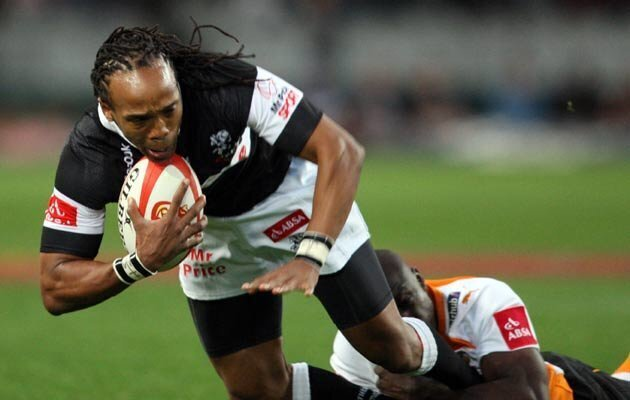 Sharks snatch late win