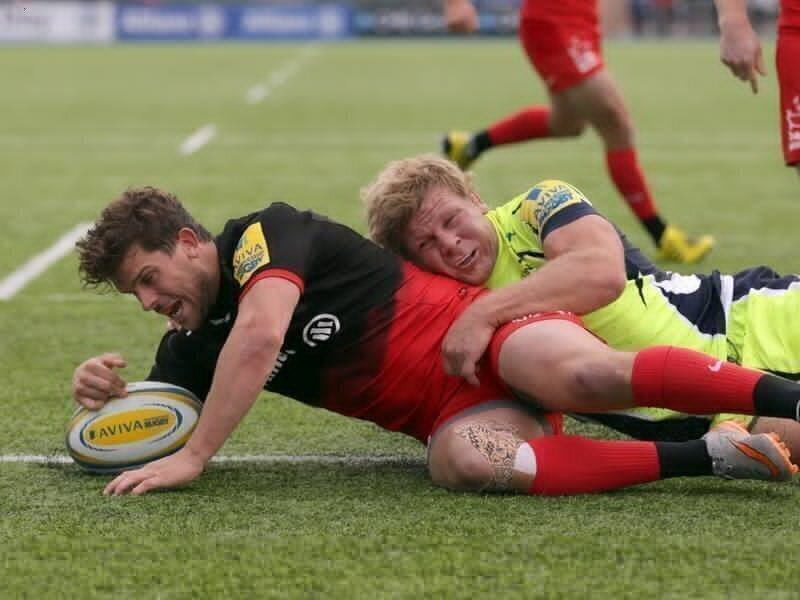 Saracens centre forced to retire