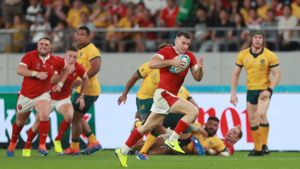 Wales survive Australia's second-half onslaught