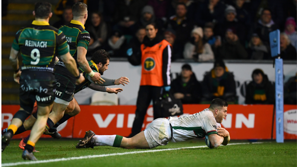 Exiles snatch dramatic win over 14-man Saints