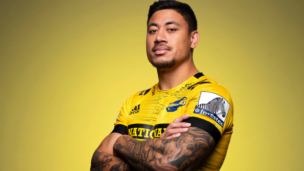 Hurricanes star signs for Top 14 leaders