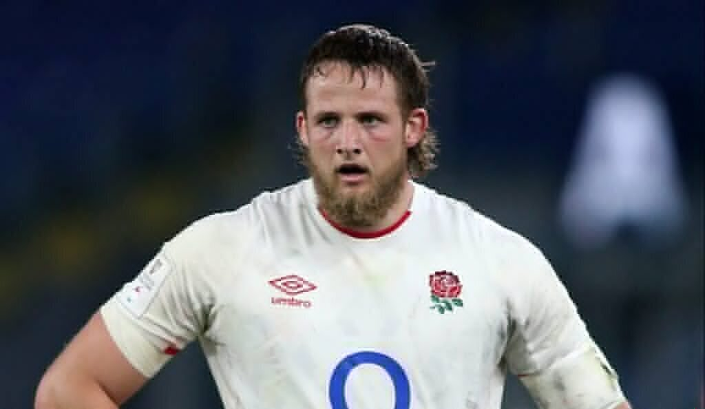 England lock gets serious with teammates