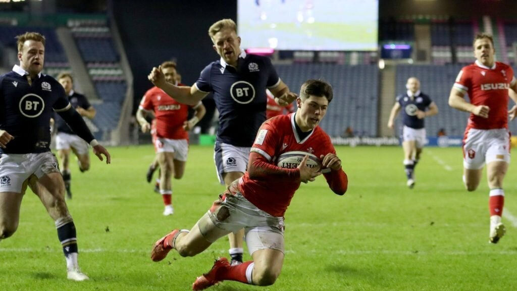 Wales secure dramatic win against 14-man Scotland