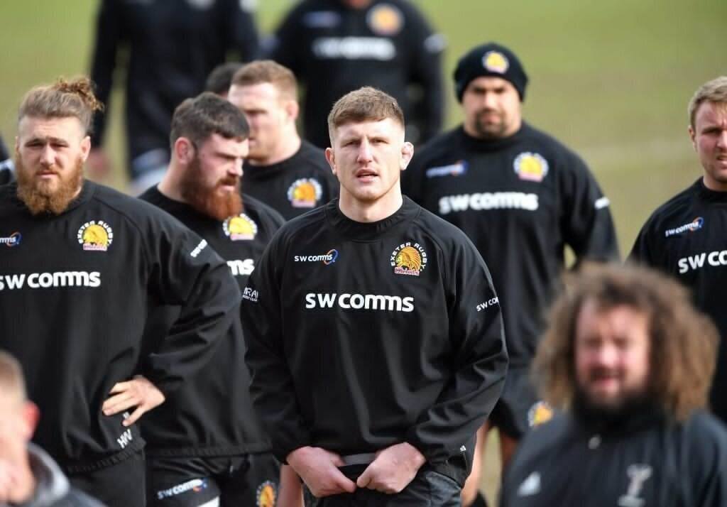 Exeter closes in on top spot; Quins run riot